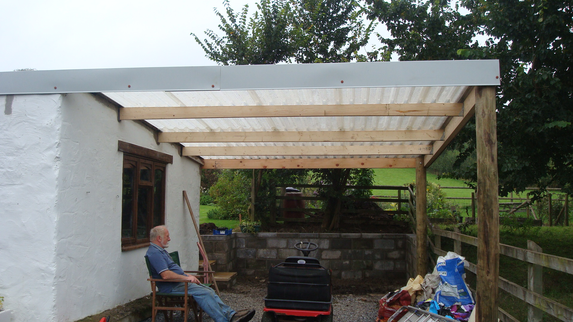 September 26 new garden shelter lletty 39 s blog for Small garden shelter